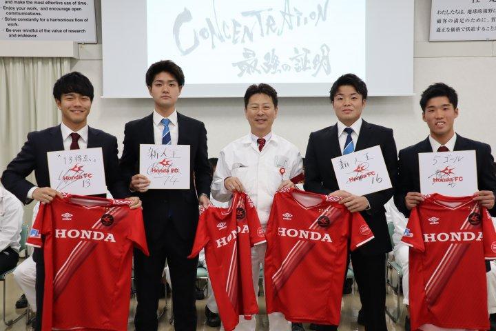 200131_左から岡﨑優希・川畑 隼人・Honda FC部長白木学・川浪 龍平・平川貴也.